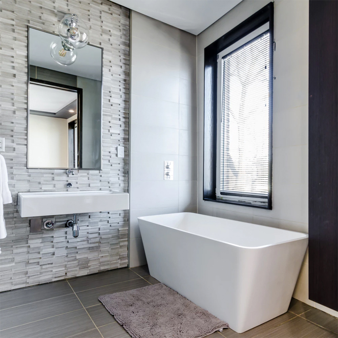 Big bathroom Mirror and freestanding bath