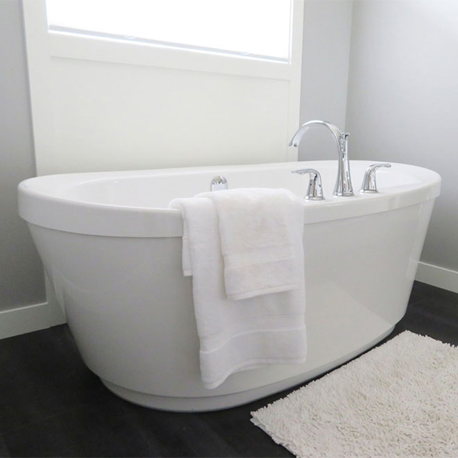 A white freestanding bath