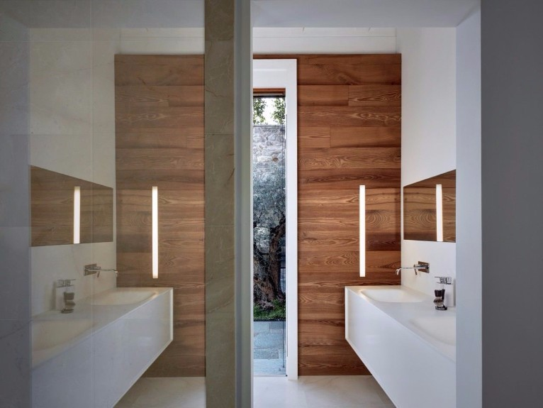 Stunning bathroom from a villa designed in the 60s by italian architect Jacopo Mascheroni. Cassia Antica from Rome, Italy